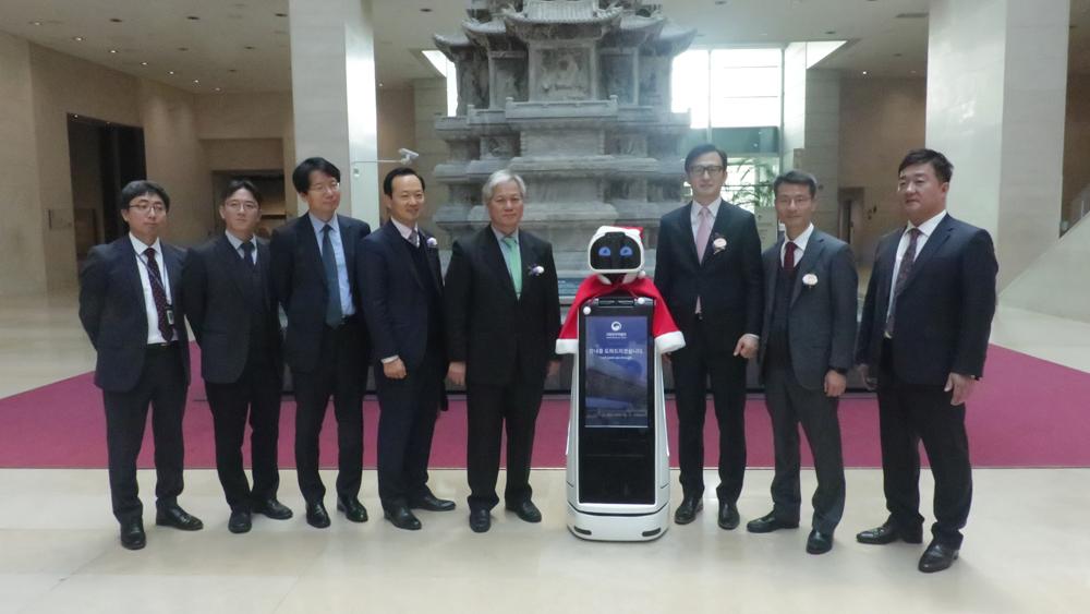 """한컴MDS, 국내 최초의 지능형 전시 안내 로봇 공개 """"이제 로봇이 박물관을 안내합니다"""""""
